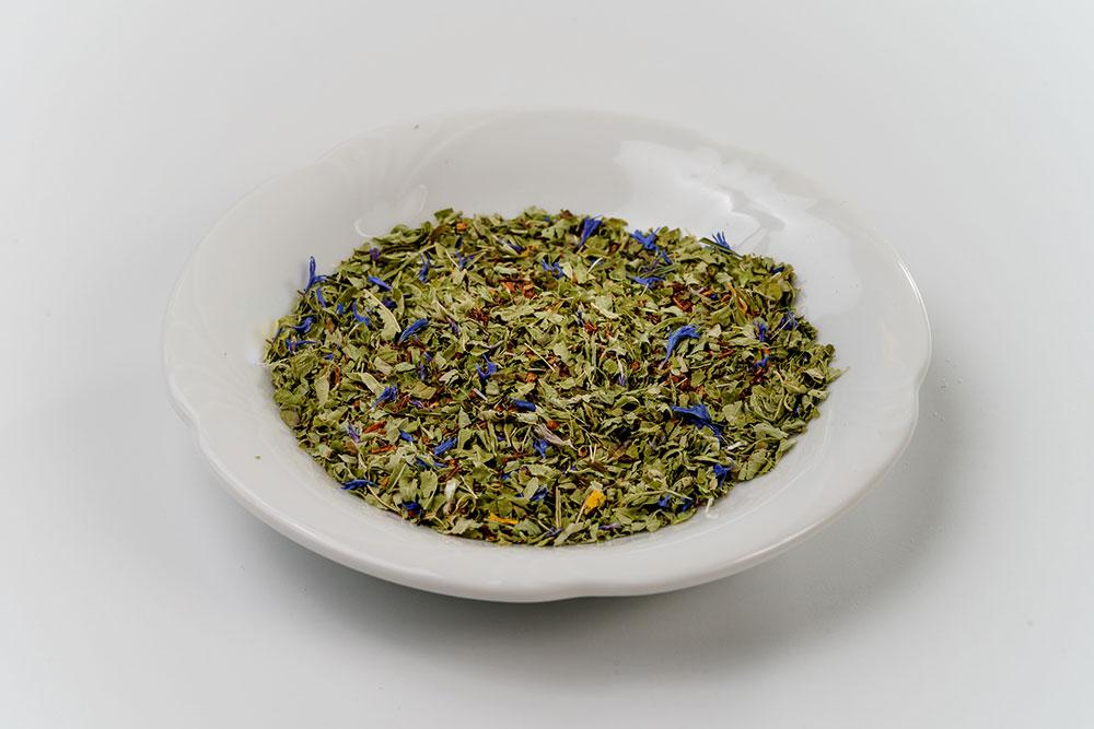 Naturmedizin Aarau - Britta Massmann - Schale mit getrockneten Pflanzen